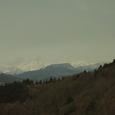 04 彼方に雪を頂いた山々